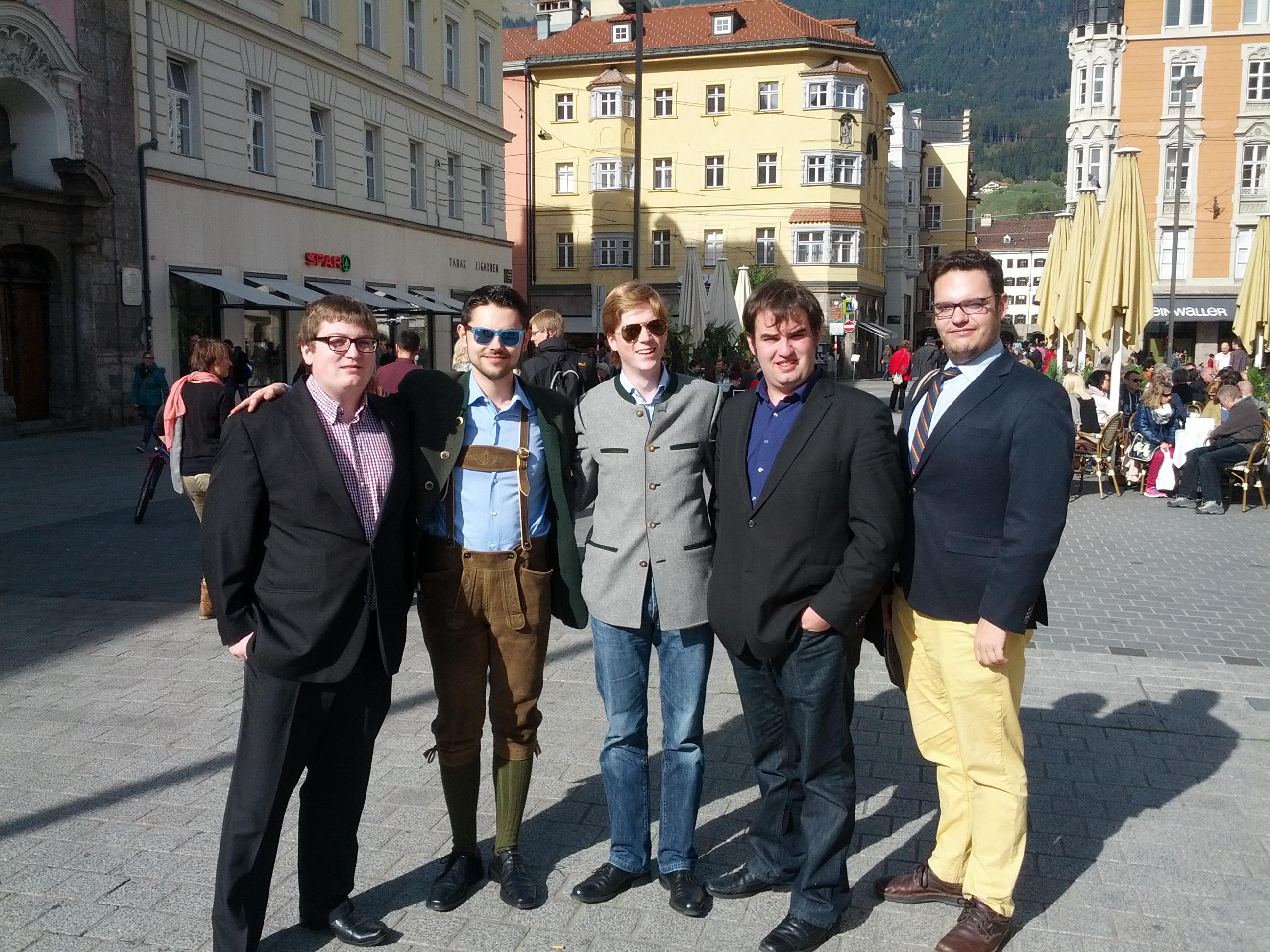 Die Delegation der Erasmus beim Erkunden der Stadt Innsbruck. FM DC-6, x Faust, GCVx Photos und die GCV-Vizepräsidenten HukHuk und Mastercard