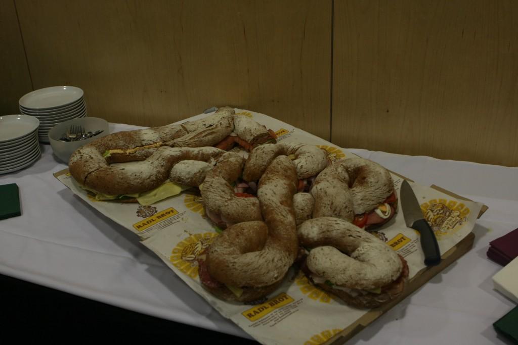 Kulinarischer Höhepunkt - das Buffet in Zirkelform